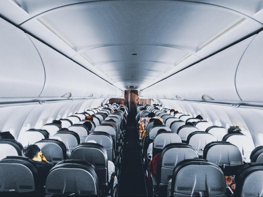 Čaká vás prvý let s dieťaťom? Postarajte sa o zábavu na palube