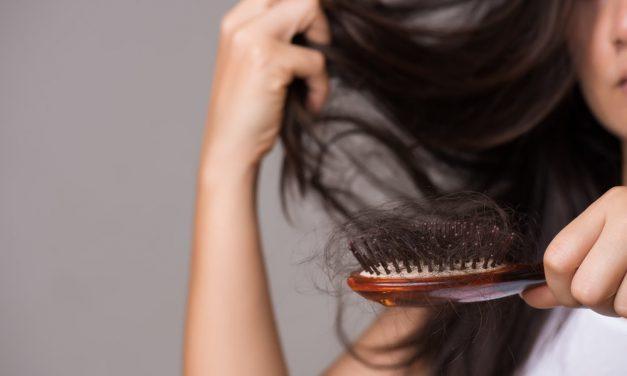 Kedy vypadávajú vlasy viac ako majú? Zaručené tipy ako strácanie zastaviť