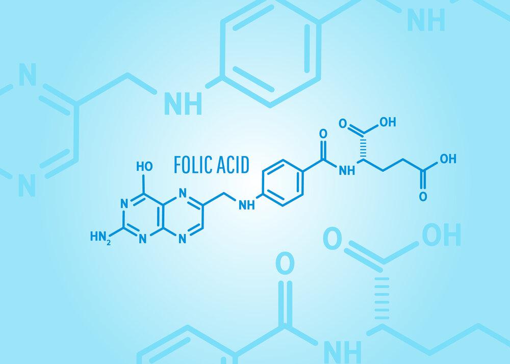 Chemický vzorec kyseliny listovej alebo vitamínu b9 na modrom lekárskom pozadí s molekulami