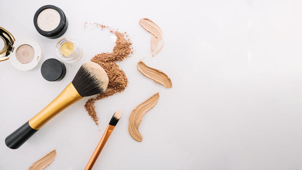 Štetce a príprava na make-up v rôznych otieňoch