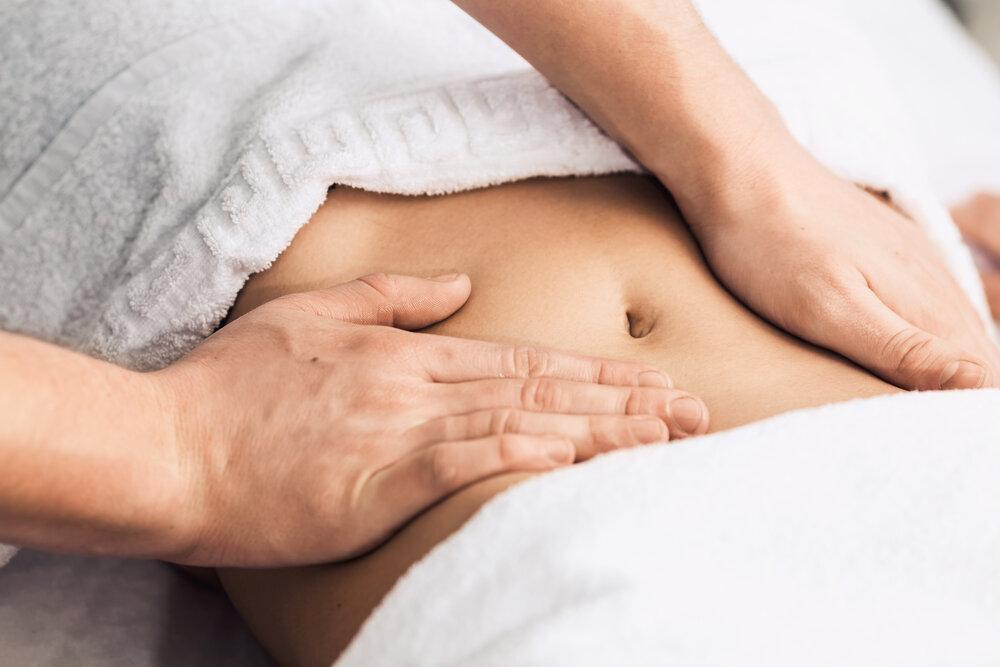 Masáž žalúdka v kúpeľoch. Kozmetická klinika, kúpele, wellness centrum
