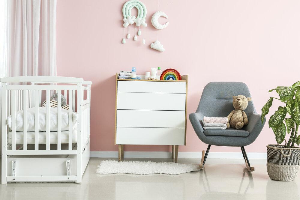 Moderný interiér detskej izbičky s komfortnou detskou postieľkou
