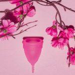 Ako funguje menštruačný kalíšok? Výhody a riziká, ktoré musíte poznať!