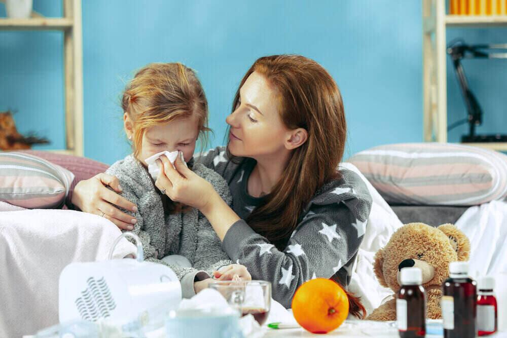 Domáca liečba. Boj s chorobou. Zima, chrípka, zdravie, bolesť, rodičovstvo, zápal pľúc u detí.