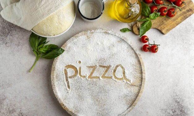 Brutálne cesto na pizzu, s ktorým zažiarite. Plus recepty na najznámejšie pizze.
