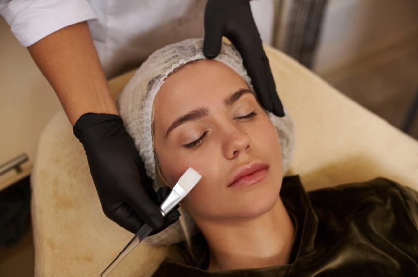 Chemický peeling áno či nie? Čo sa stane po zákroku s vašou kožou?