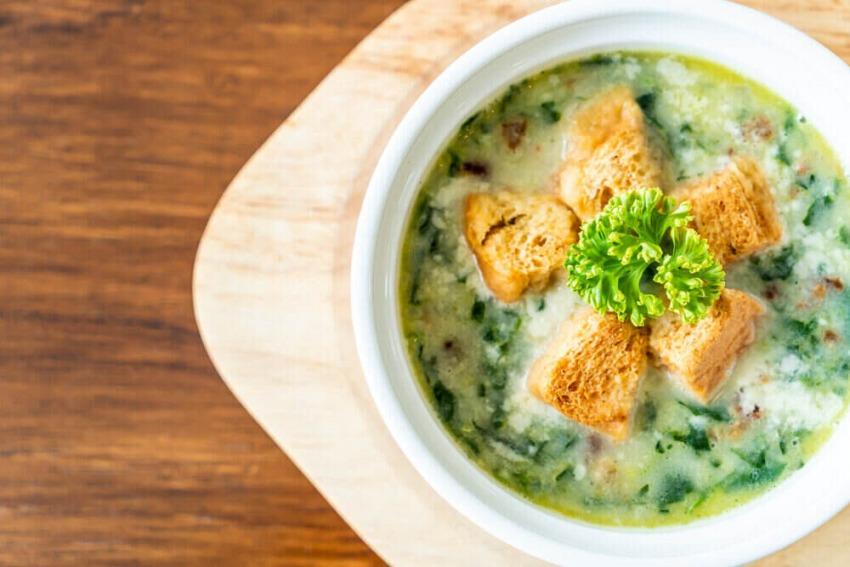 polievka z medvedieho cesnaku